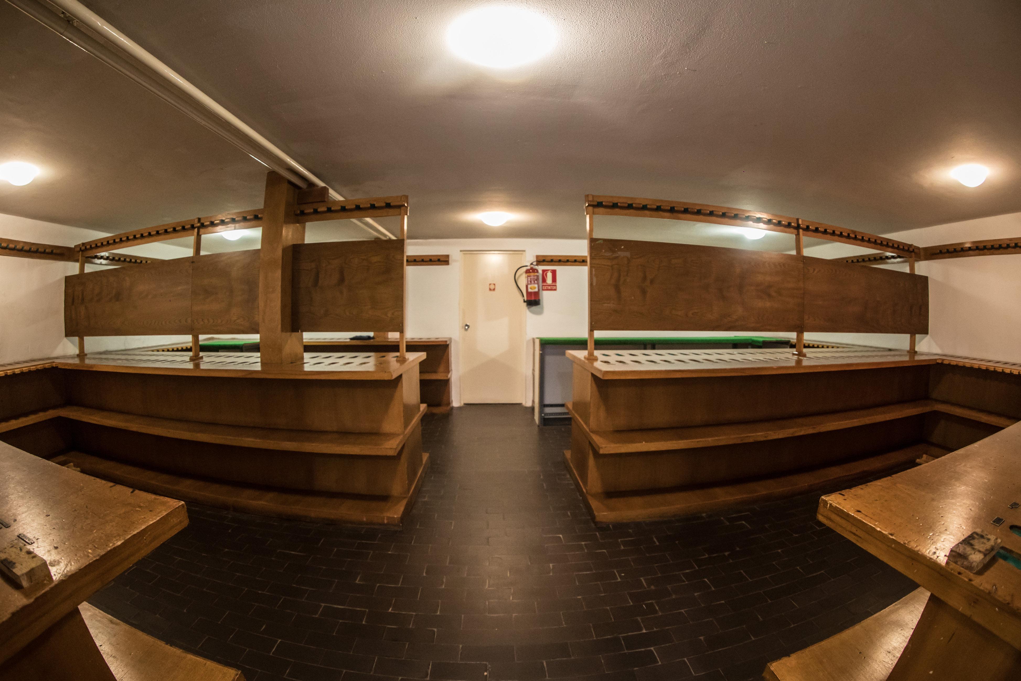 Interior de la Armería de la Real Sociedad de Tiro de Pichón de Granada