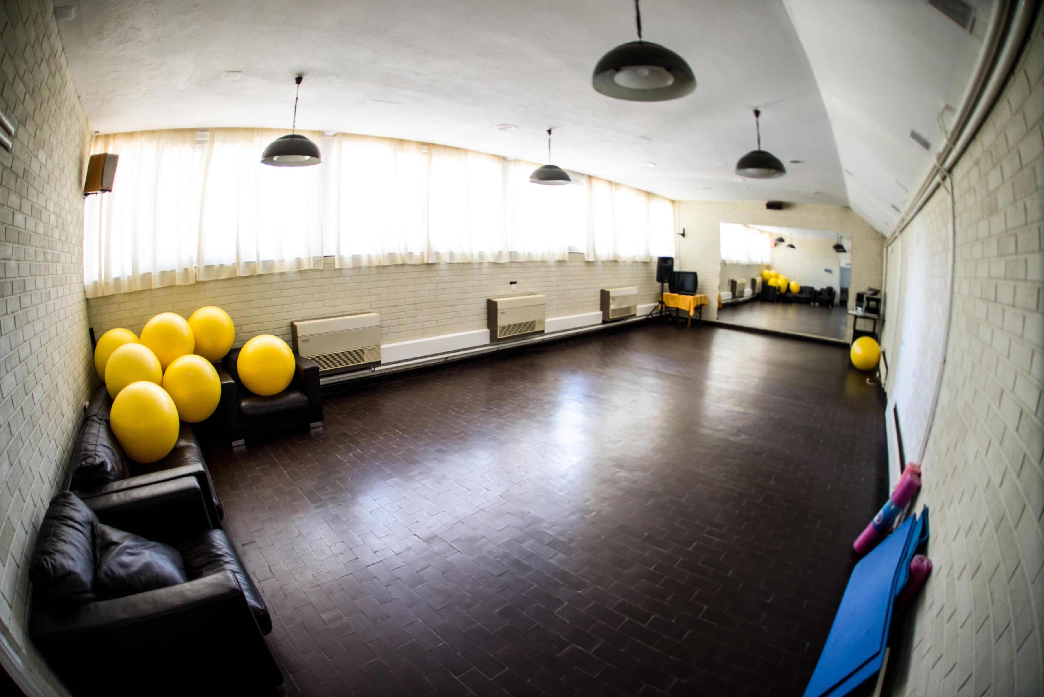 Sala de actividades varias de la Real Sociedad de Tiro de Pichón e Granada
